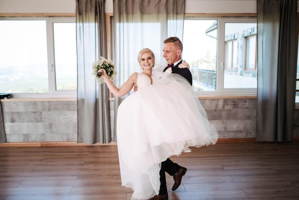 White and Light - Dorotka + Krzysiek - Trzy Siostry Gogołów, fotografia ślubna Szymon Zabawa | 2019